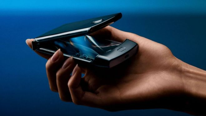 Motorola Razr flip phone revived with foldable screen