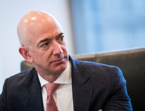 Jeff Bezos accuses National Enquirer of blackmailing him — and publishes the details himself
